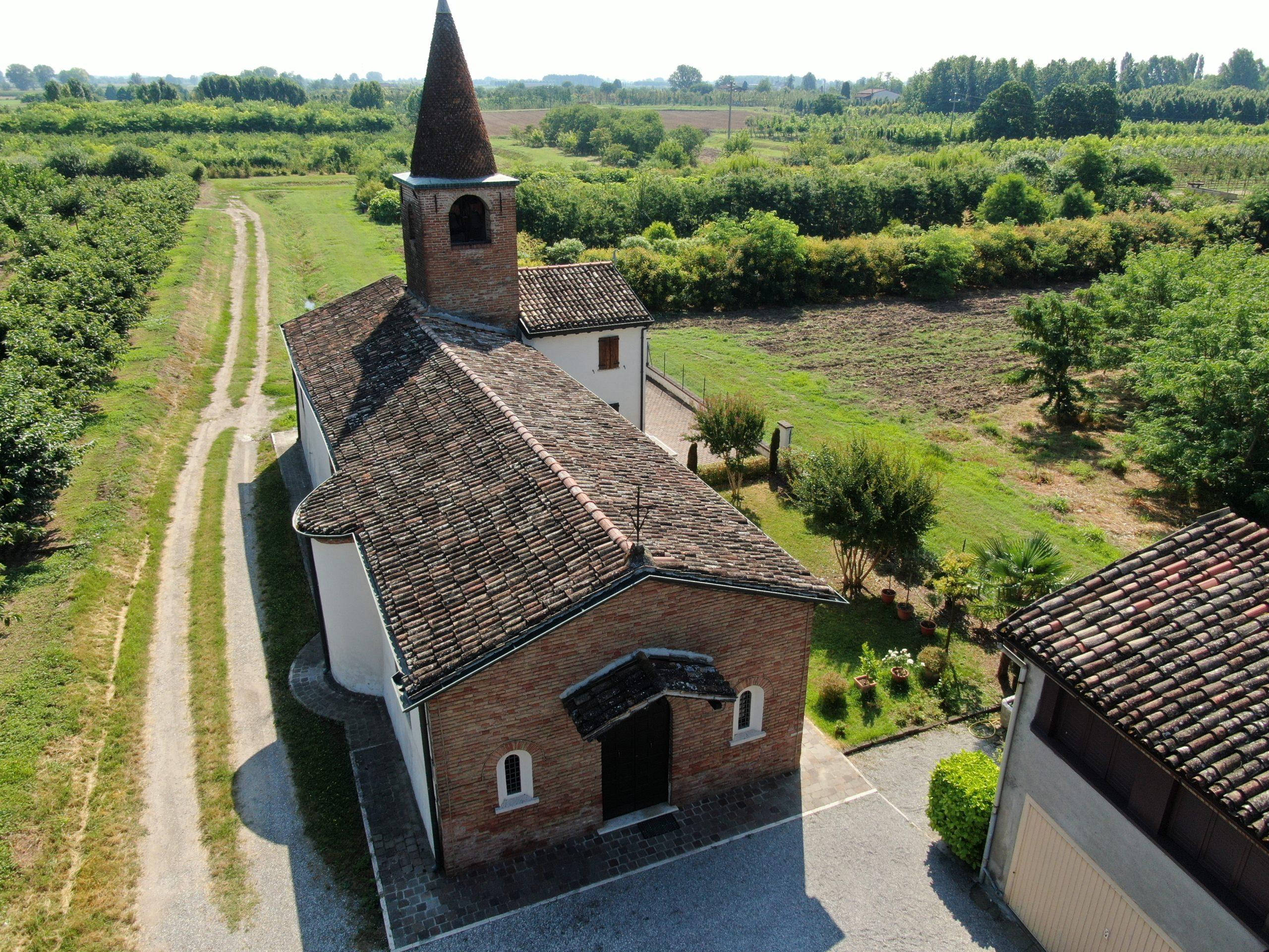 Chiesa della Malongola    fraz. Fontanella Grazioli Casalromano (Mn)